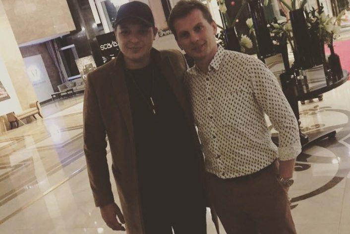 Джон Ньюман с агентом BnMusic в Алматы перед выступлением певца