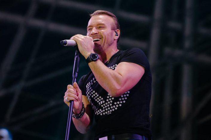 Страница Олега Винника на сайте официального агента певца