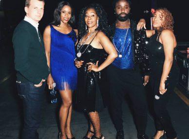 Шейла Бонник со своей командой и официальным агентов в Дублине на фестивале Disco 80-90х