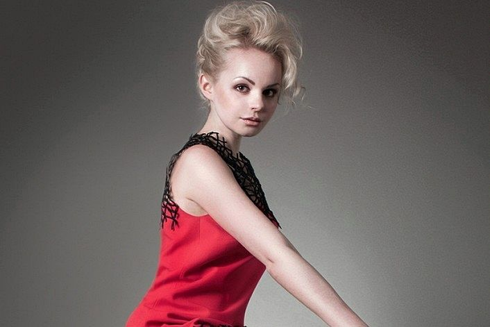Алиса Вокс - страница артиста на сайте официального агента для заказа на корпоратив