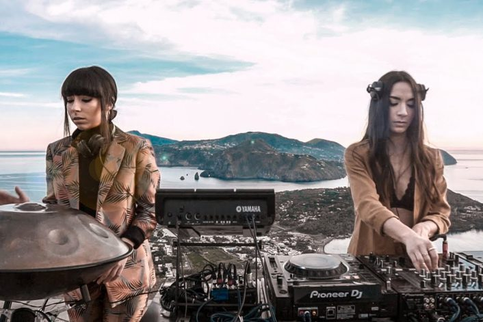 Страница Gioli & Assia на сайте официального букинг-агента Bnmusic